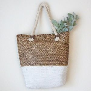 NWT home decor white two toned basket Seagrass